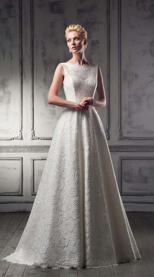 Длинное свадебное платье с кружевом