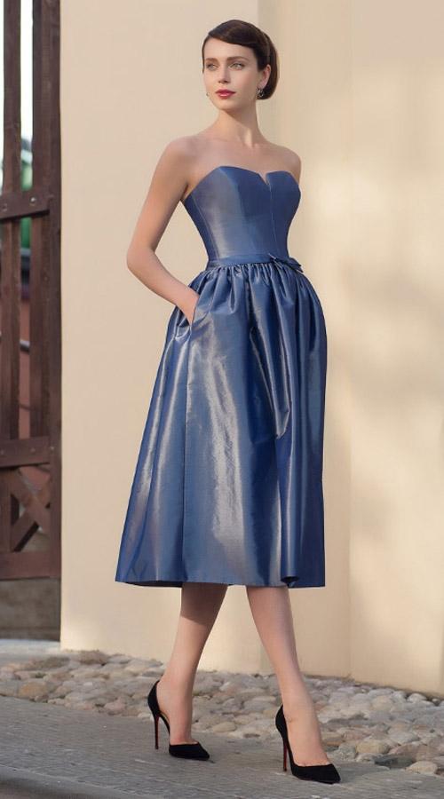 Надеть яркое платье минус